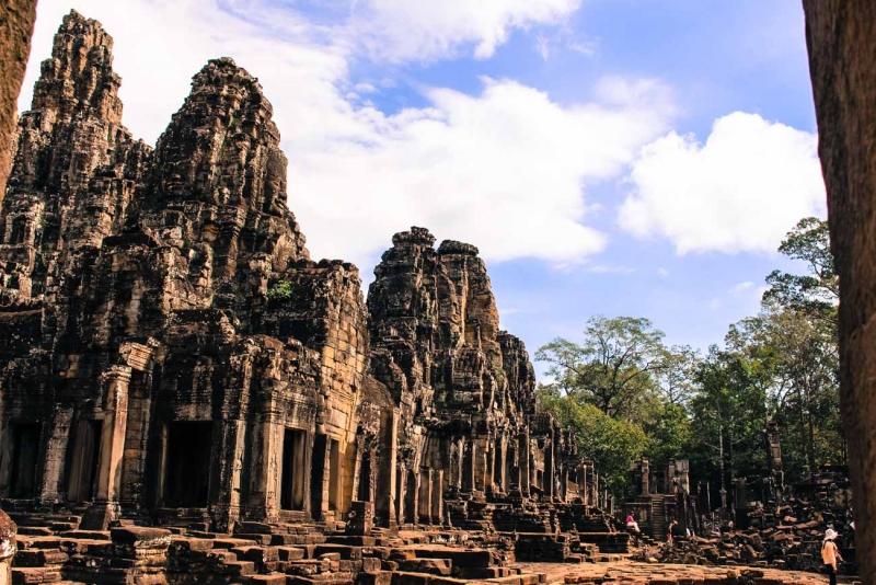 best way to visit angkor wat bayon temple 9