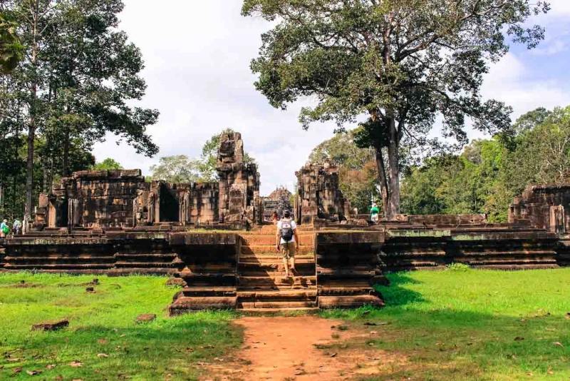 best way to visit angkor wat ruins 5