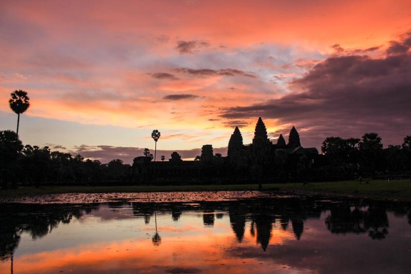 best way to visit angkor wat sunrise 14