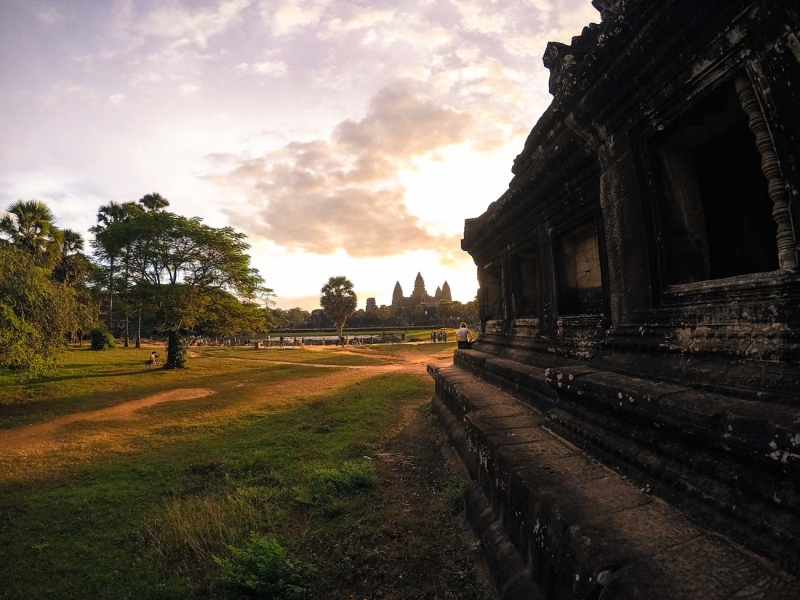best way to visit angkor wat temple 8