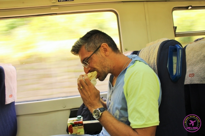 5 rob eating train