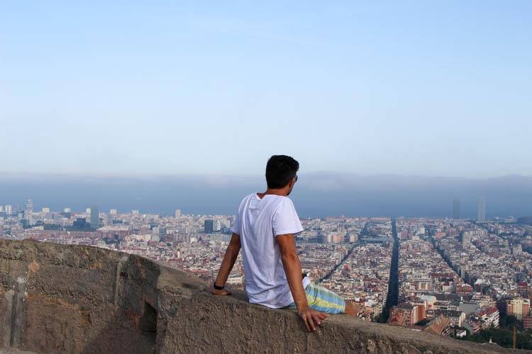 Quanto custa viajar na Espanha? Visual como esse dos bunkers é de graça!