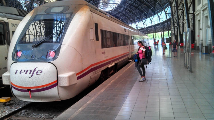 How much does it cost to travel in Spain? Transportation is not that expensive, specially if you book in advance!