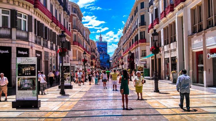 Quanto custa viajar na Espanha? Passeie pelas ruas das cidades, isso não custa nada :)