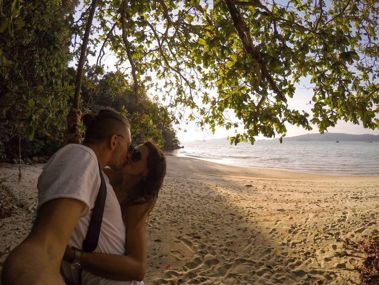 Langkawi Malaysia kiss 16.jpg