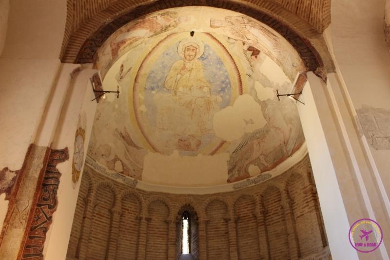 Diferentes camadas de pintura da Mesquita Cristo de la Luz, em Toledo.
