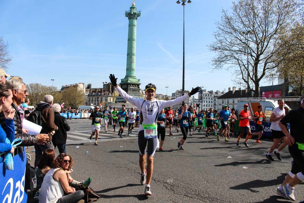 Paris Marathon Review: Pit Stop at La Bastille, photo and a kiss from my lovely wife!