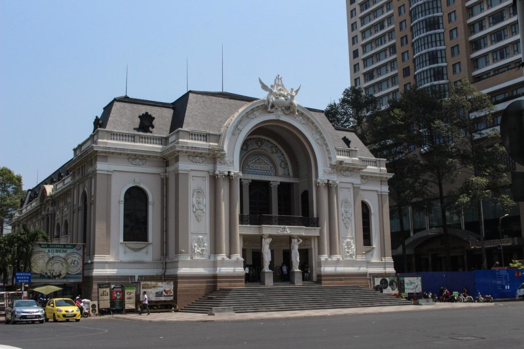 One of the top things to do in Saigon is to visit the Opera House, the building is great exemple of the french architecture.