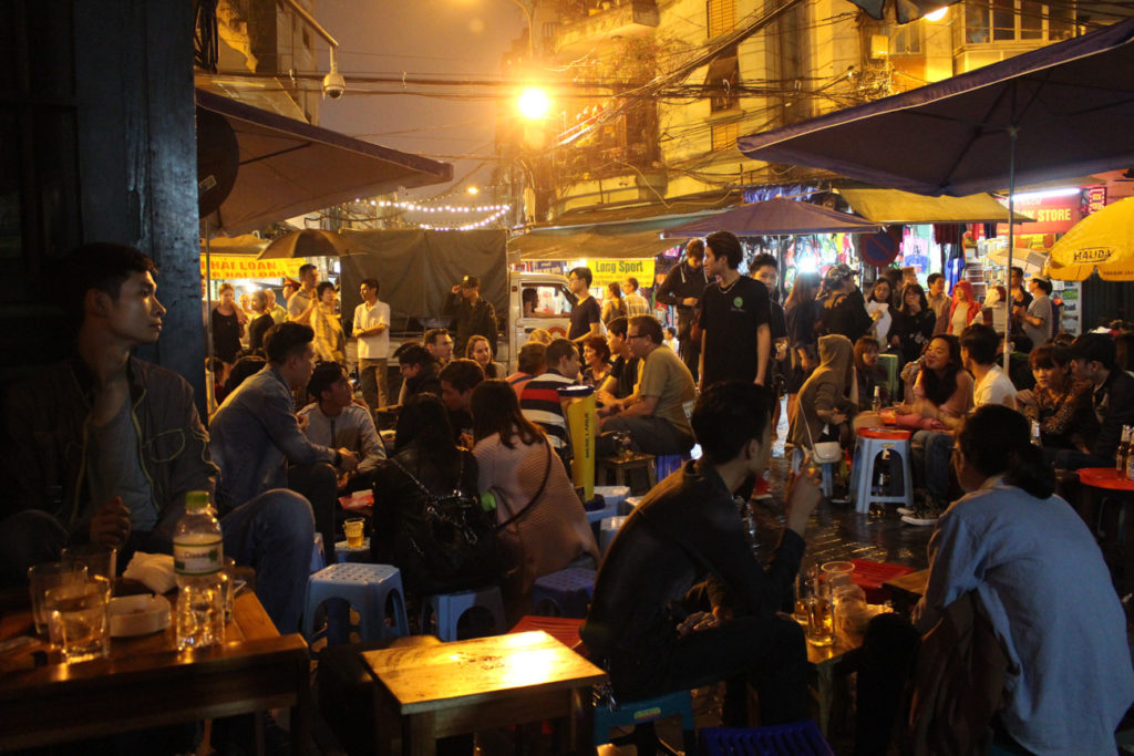Try the bia hoi is one of the unmissable things to do in Hanoi! Go to the local bars, sit and enjoy some fresh brewed beer.