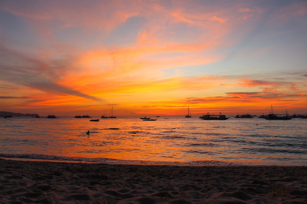 Love Sunset!! The beaches are the most romantic places in The Philippines! Do you agree??!!