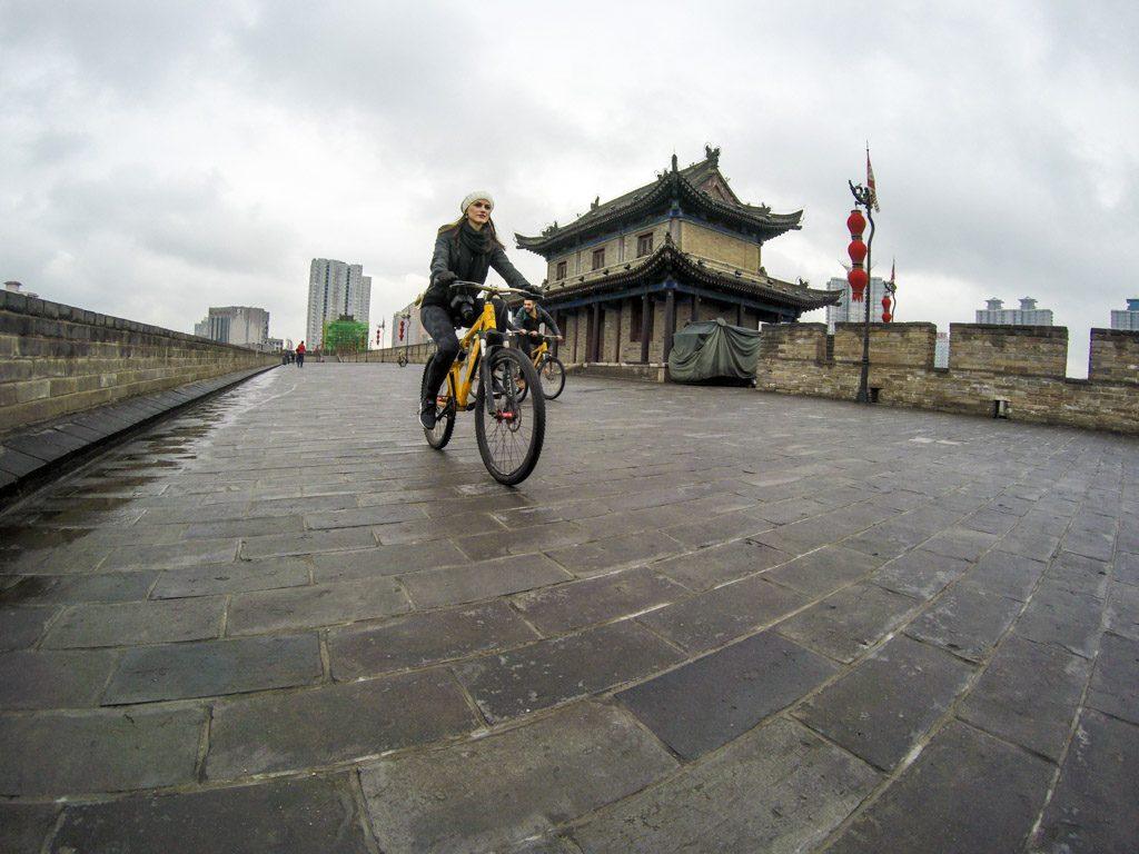 Diversão é o que não falta. Pedale sobre s muralhas da cidade e descubra outras coisa para fazer em Xi'an.