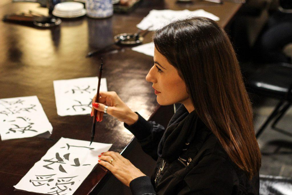 O que fazer em Xi'an que é único e inspirador? Faça uma aula de caligrafia chinesa e se paixone por essa arte.