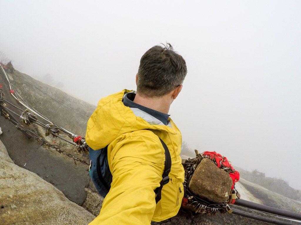 O Mont Huashan é uma das montanhas mais perigosas da China e está entre as atrações de Xi'an que você deve visitar.