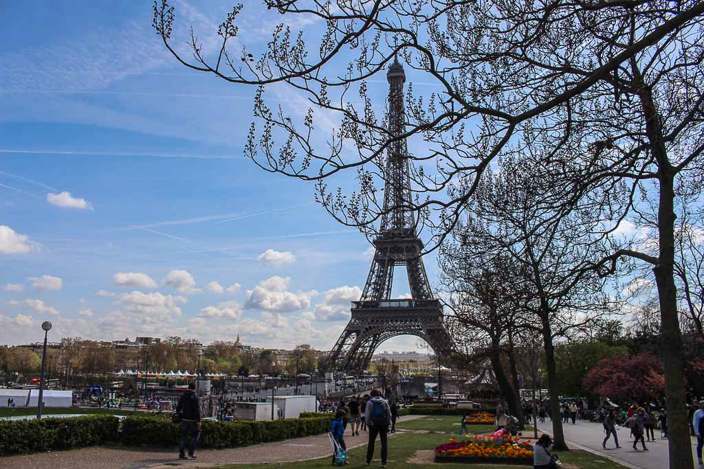 Travel tips to Paris like a local - where to stay, things to do and eat.