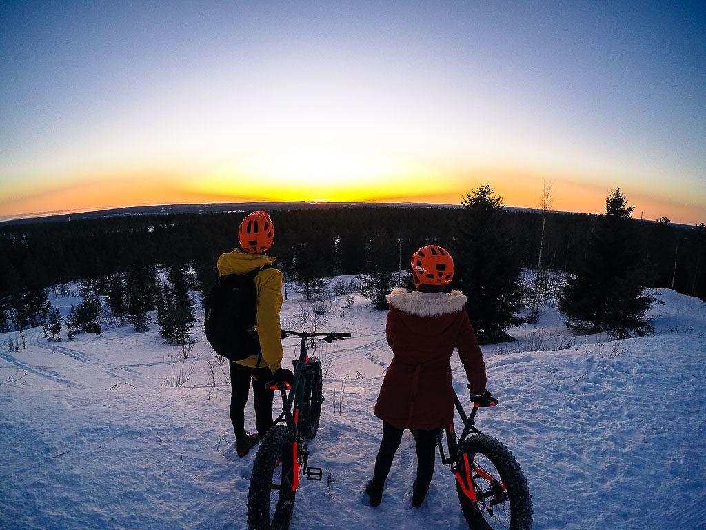 Um dos passeios mais legais para fazer em Rovaniemi é o tour de fat bike. O pedal é incrível!