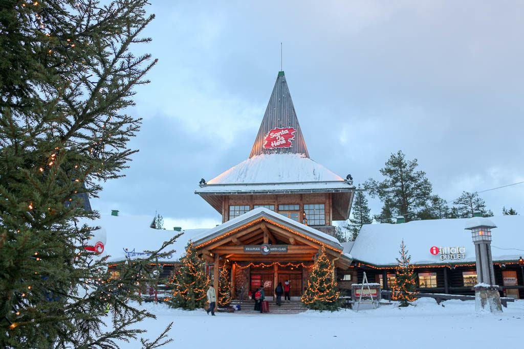 A casa e vila do Papai Noel é uma lugar mágico, uma das principais atrações de Rovaniemi na Finlândia.
