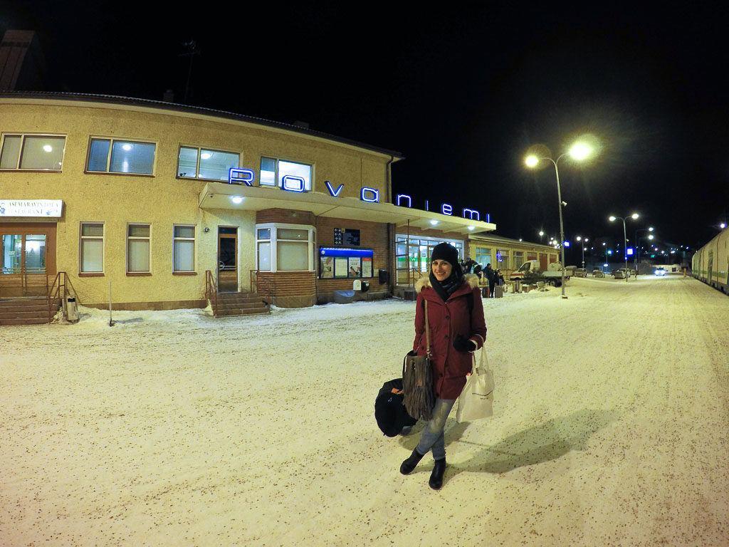 Dá para viajar para Rovaniemi de várias maneiras. De avião, ônibus e trem.