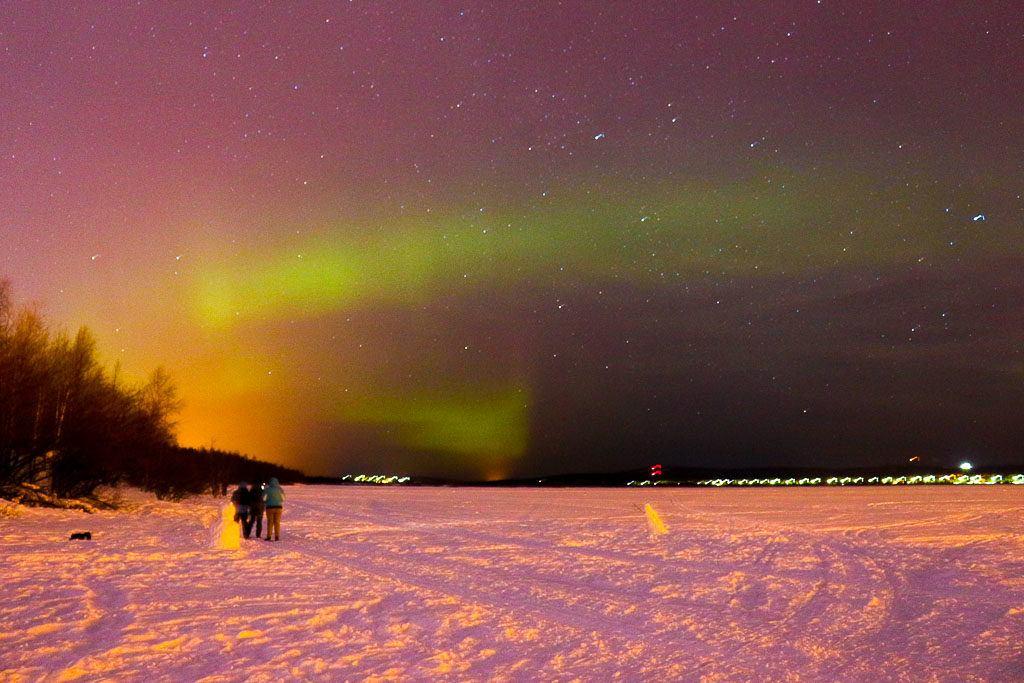 É possível ver a Aurora Boreal na cidade de Rovaniemi, perto do museu Arktikum