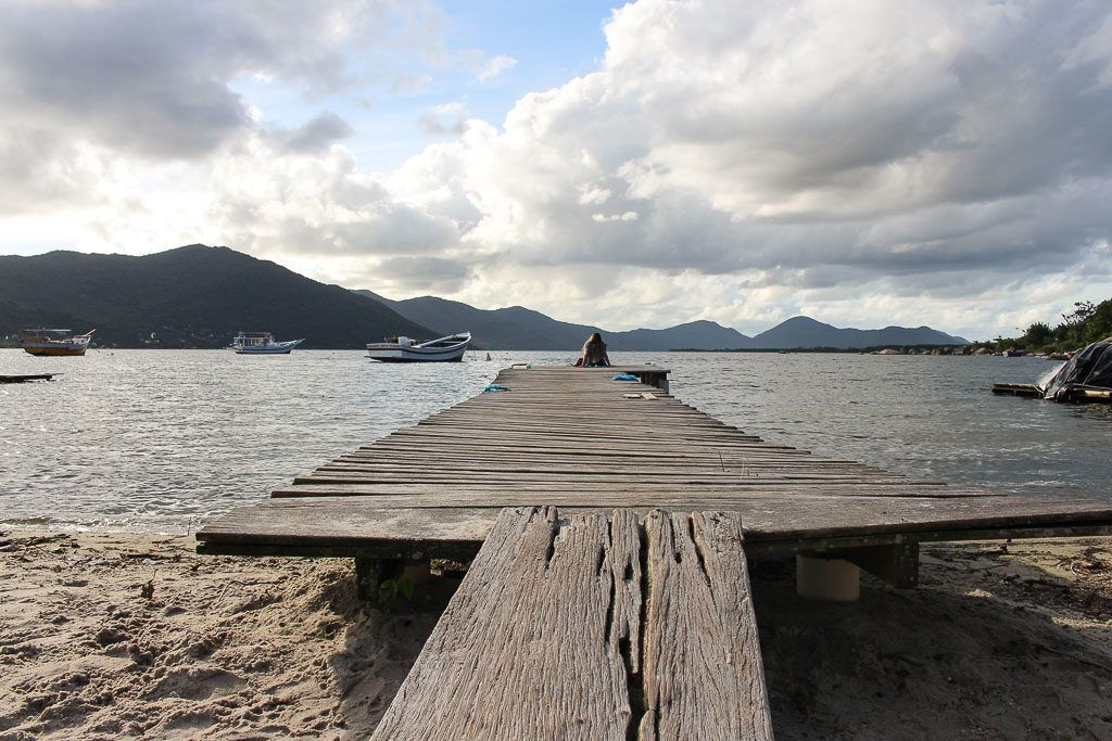 A good tour in Florianópolis must pass by the bucolic and stunning Lagoa da Conceição.