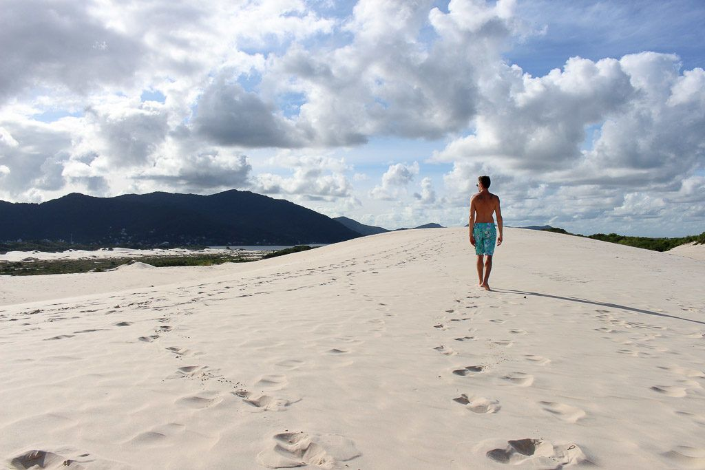 The last stop of our beach and city tour in Florianópolis was the Joaquina Dunes. Huge sand dunes from where you can see the sea and the lake near by.
