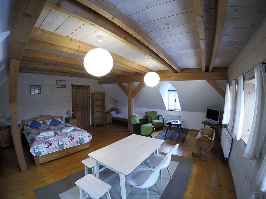 Um quarto confortável e um chuveiro quente é tudo que você precisa depois de uma dia de caminhada pelo parque Boêmia Suíça.
