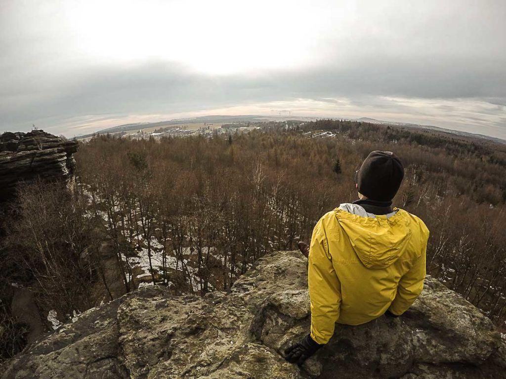 Do topo das rochas a vista é linda. Vale a pena viajar para República Tcheca e visitar o parque Boêmia Suíça.