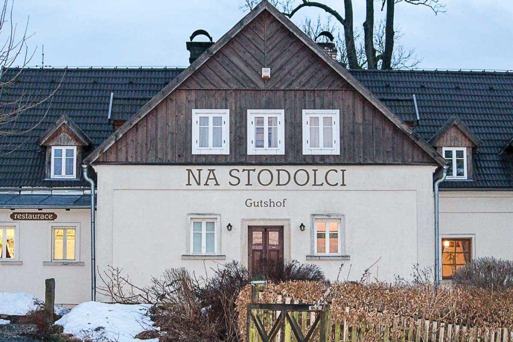 Existem várias pousadas e hotéis na Boêmia do Norte, região onde fica o Parque Boêmia Suíça.