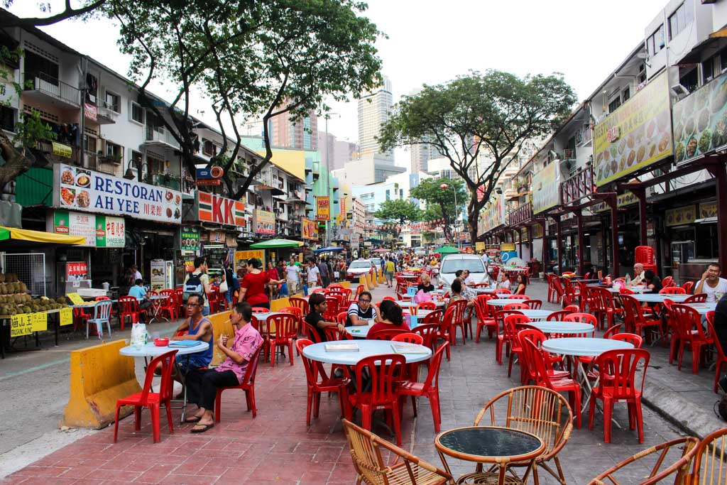 For food enthusiasts, Kuala Lumpur offer a lot of options for street food and restaurants.