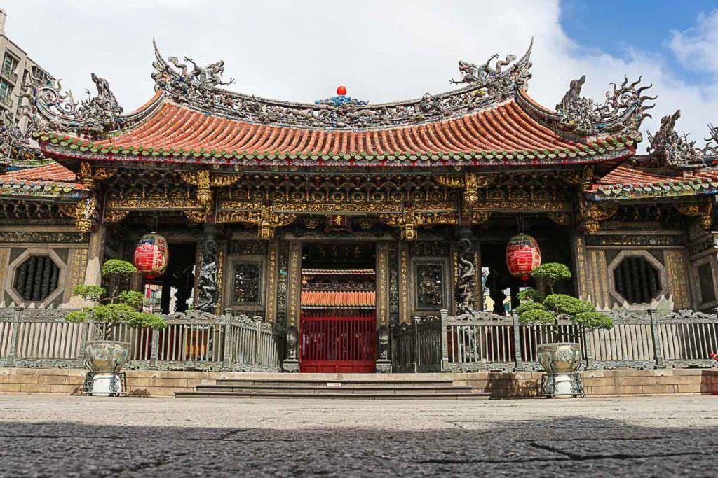 O que fazer em Taipei quando o assunto é religião? Visit o Templo Longshan que é belíssimo.