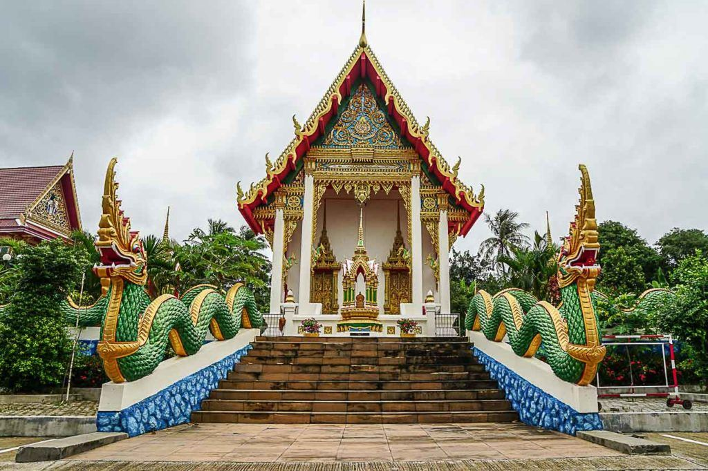 There are some attractions and things to do in Karon Beach beyond the beach, a visit to the Karon Temple is a must do.
