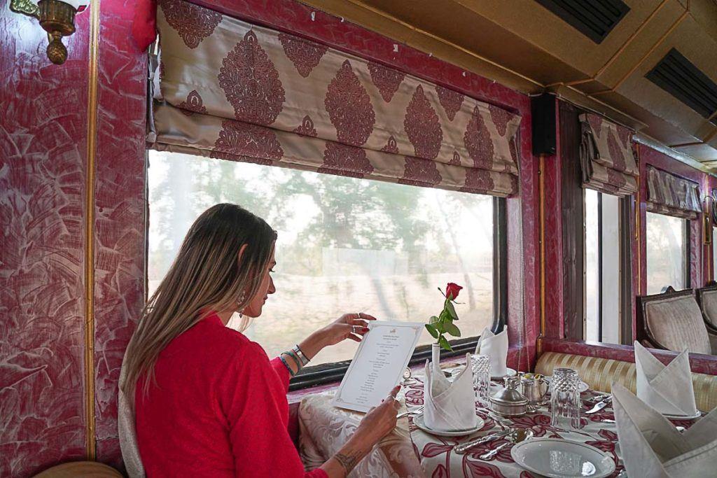 Todas as refeições durante a viagem fazem parte do pacote do Palace on Wheels, e a comida era deliciosa.