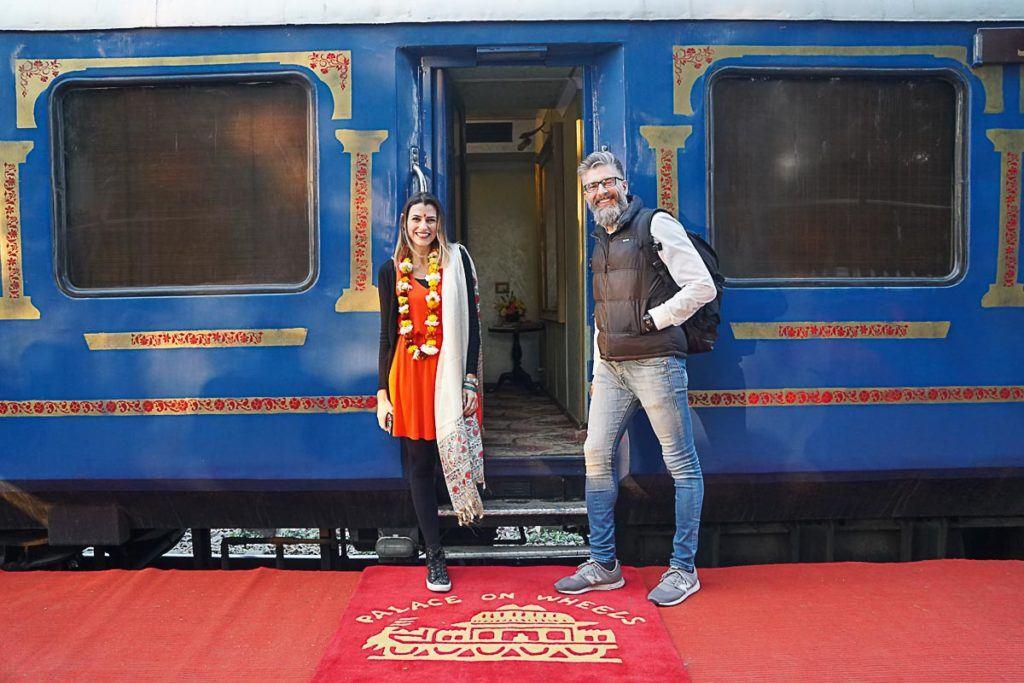 Nosso post sobre a viagem de trem na Índia conta todos os detalhes do passeio a bordo o Palace on Wheels, um dos trens de luxo que percorre Agra e o Rajastão no norte da Índia.