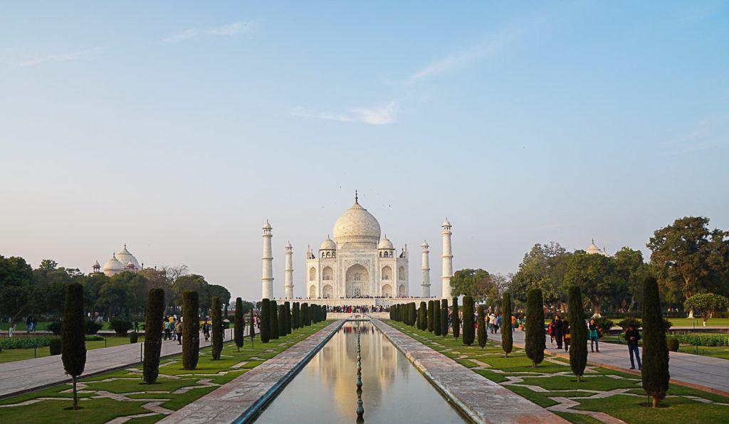 A visita ao Taj Mahal faz parte do roteiro do Palace on Wheels e é um dos lugares maravilhosos que conhecemos durante os 7 dias de viagem de tem na Índia.