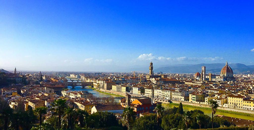 It's hard to visit all the attractions in Florence in 24 hours. But you can organize a practical itinerary with teh unmissable places to visit in Florence and enjoy a taste of Tuscany, Italy.
