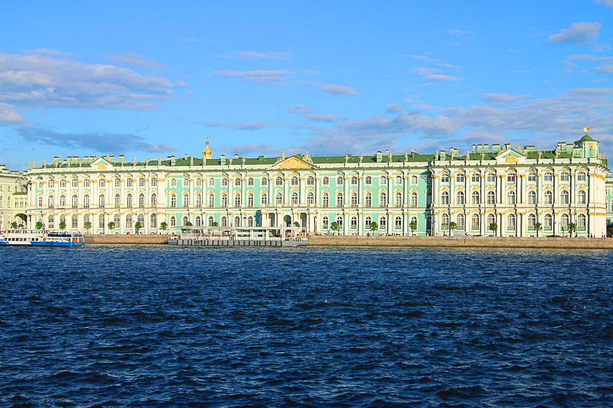 In one day in St. Petersburg you won't have time to visit all the Museums, so real about them and pick your favorite ones. Add those to you itinerary of places to visit in Saint Petersburg and have fun.