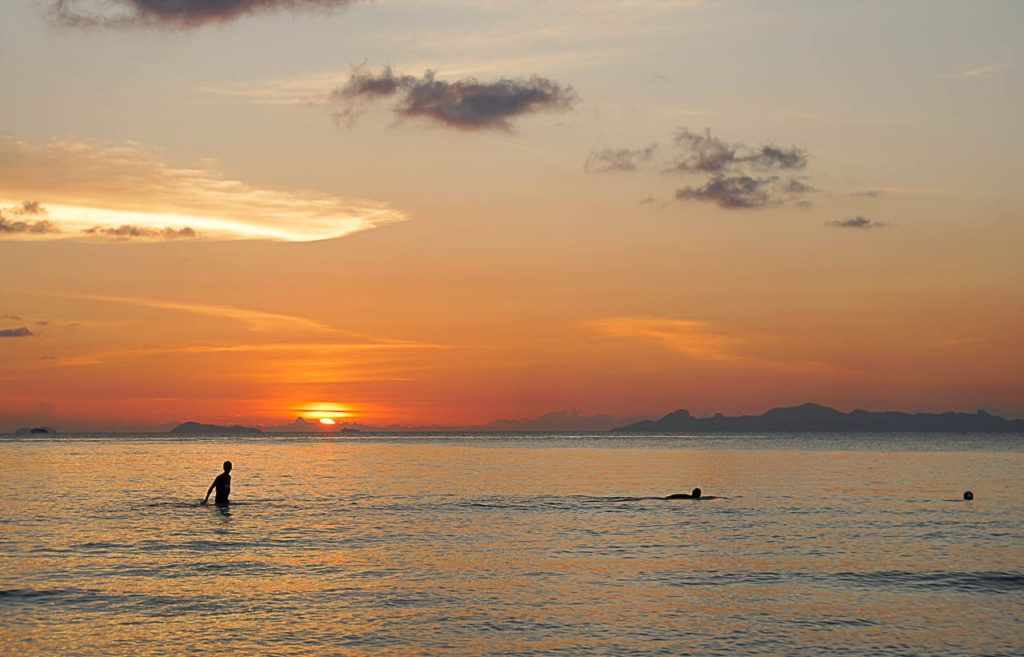 The sunsets in Koh Samui are gorgeous! Enjoy every single one! Follow our tips for the best sunsets and best beaches in Koh Samui.