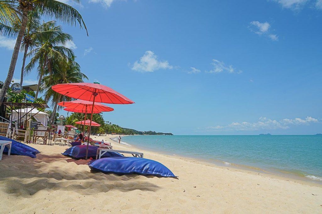 One of the top things to do in Koh Samui is to go beach hopping! There are amazing beaches all around the island.