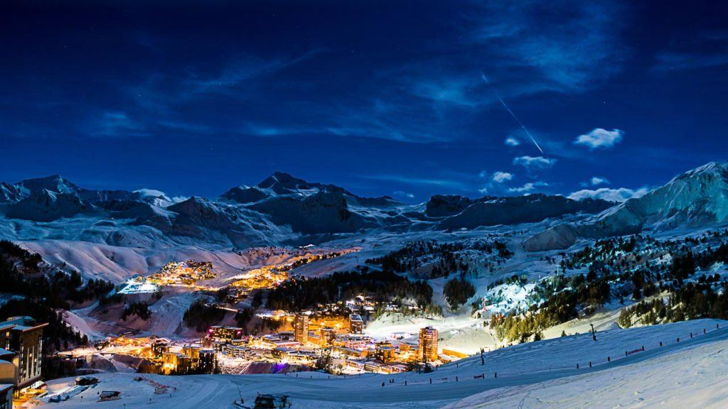 It's time to plan your winter holiday so follow our travel tips to book the perfect ski chalet in France.