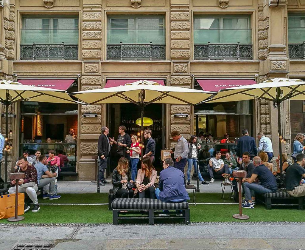 One of our favorite places to enjoy the aperitivo in Milan is the Straf Bar, just beside Duomo Cathedral.
