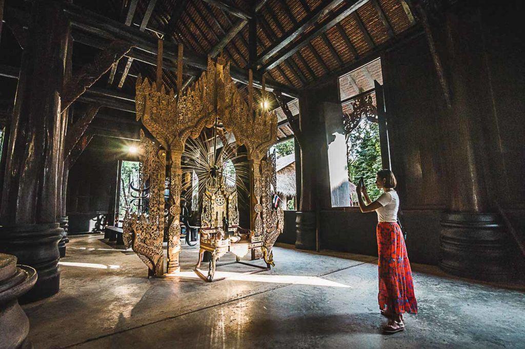Dentro da Casa Preta de Chiang Rai, você vai ver esqueletos e animais mortos.