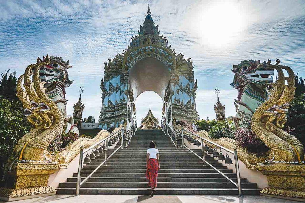 O Wat Sang Kaew Phothiyan é um dos templos mais bonitos de Chiang Rai na Tailândia.