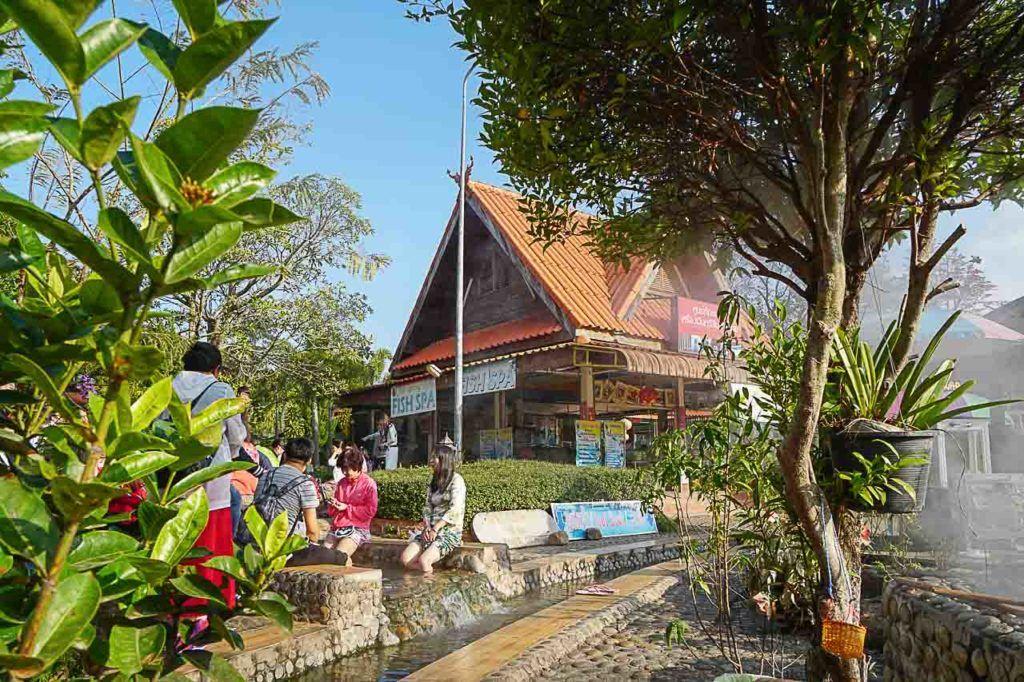 A primeira parada do tour em Chiang Rai foi nas termas da cidade.