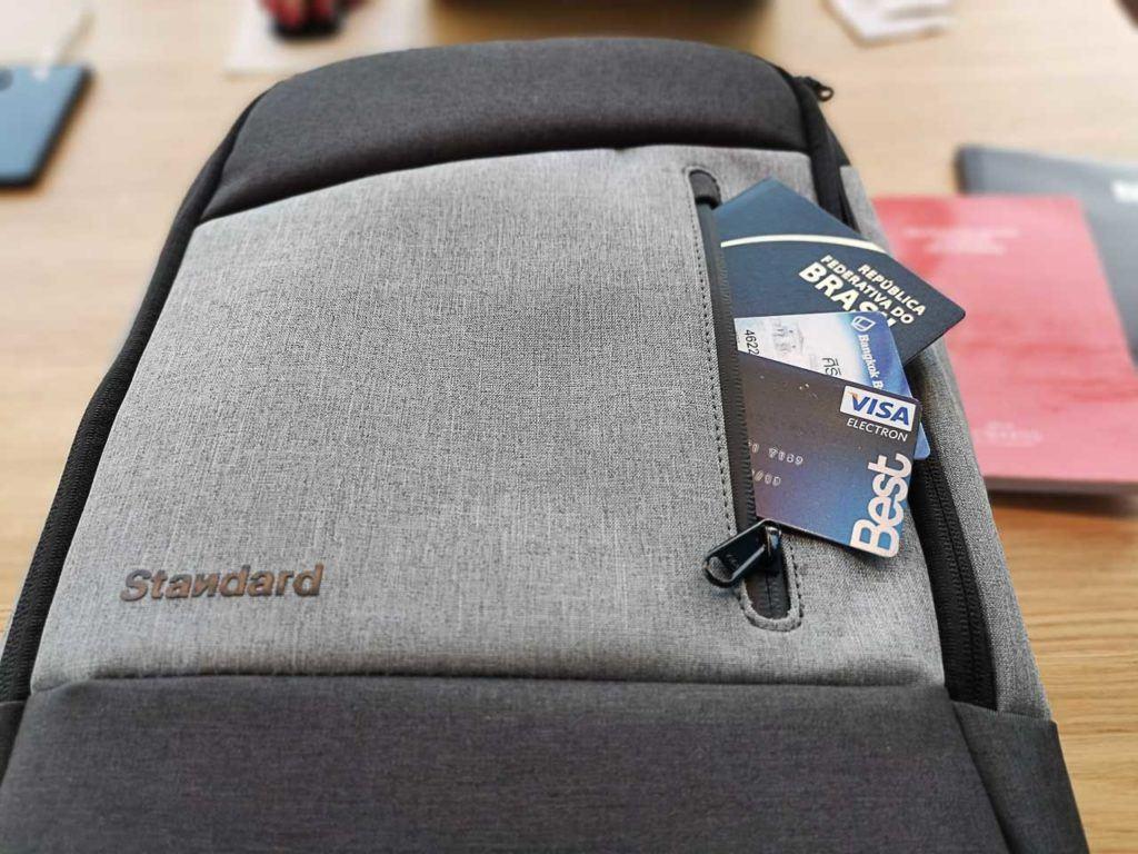 A mochila perfeita para viajar é a que é segura, e essa aqui tem até bolso com bloqueio RFID