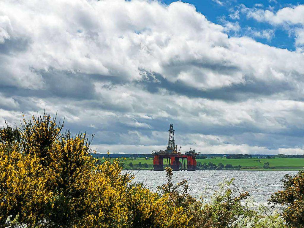Usando o aplicativo do Trover encontramos vários lugares legais para visitar ne Escócia, um deles foram as plataformas de petrólio que ficam perto de Invergordon.