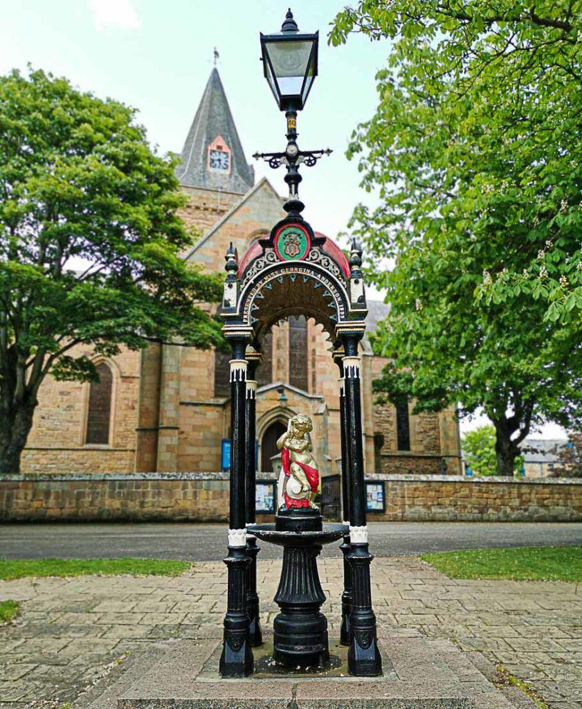 Entre uma atividade e outra não deixe de passear pelo centro do Dornoch, a cidade pe linda.