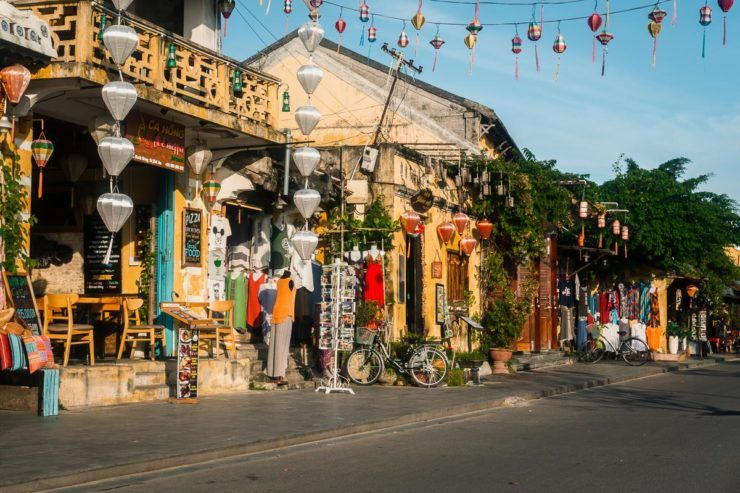 How to bargaining in Vietnam local shops
