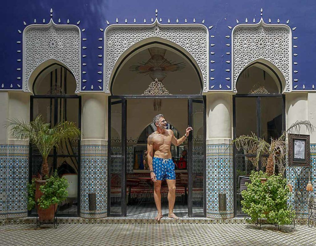 Man enjoy the pool in a Riad in Marrakech using a dry-quick short suggested as a good travel gift for men.
