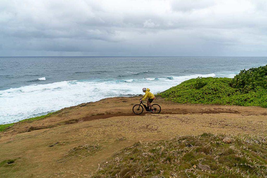Foto de ciclista nas Ilhas Maurício.