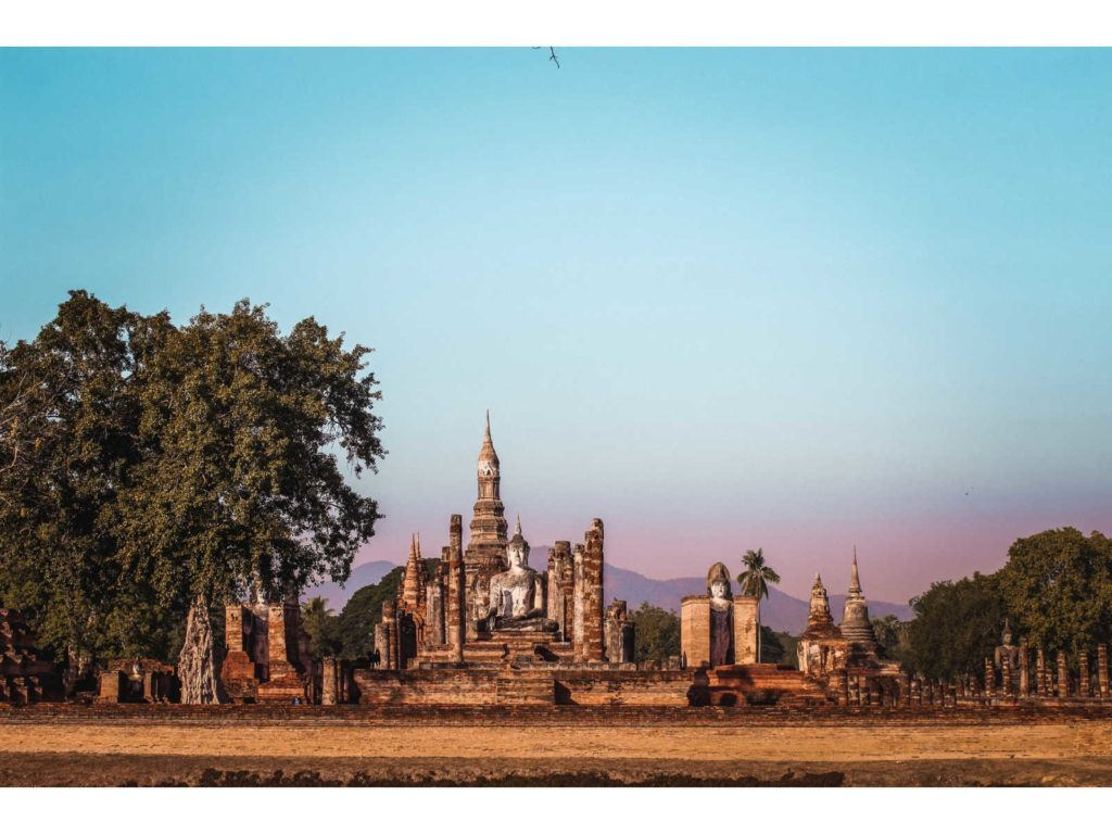 Visiting the beautiful Sukhothai Historical Park is one of the unmissable things to do in Sukhothai.