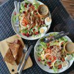 O Bloom Bar serve saladas incríveis, omeletes chiques e cafés em Koh Lipe.
